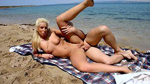 Die gestopften Löcher am Strand