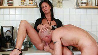 In der Küche rangenommen