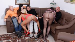 Three fucking couples met for hot swinging games – Heiße Swinger-Spiele