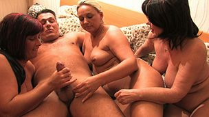 Three MILFs take care about neighbors – Wilde Fickspiele