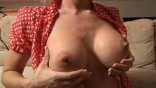 Jessica Lynn shows her boobs