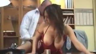 Teen big tits – La bite du patron est tellement bonne